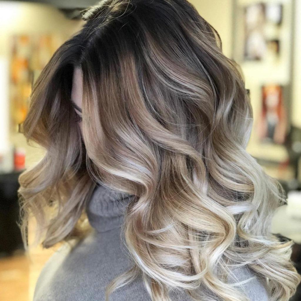 Класичне однотонне фарбування волосся блонд