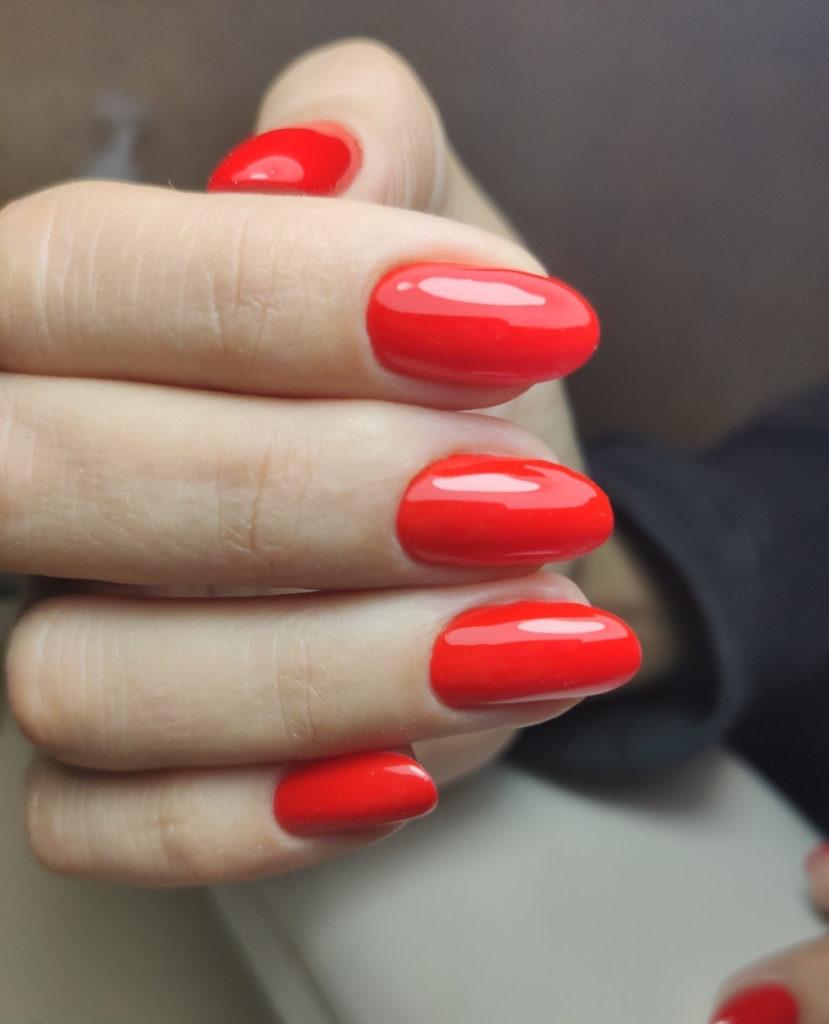 Класичний червоний манікюр в салоні Корпорація краси (Київ, Печерськ)