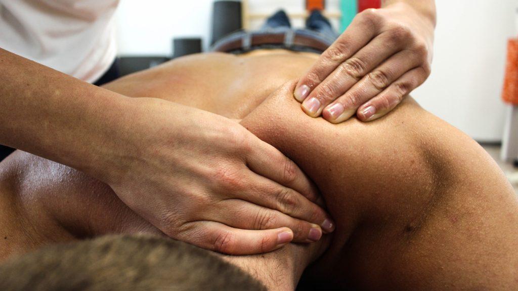 профессиональный массаж спины. массаж киев центр печерск