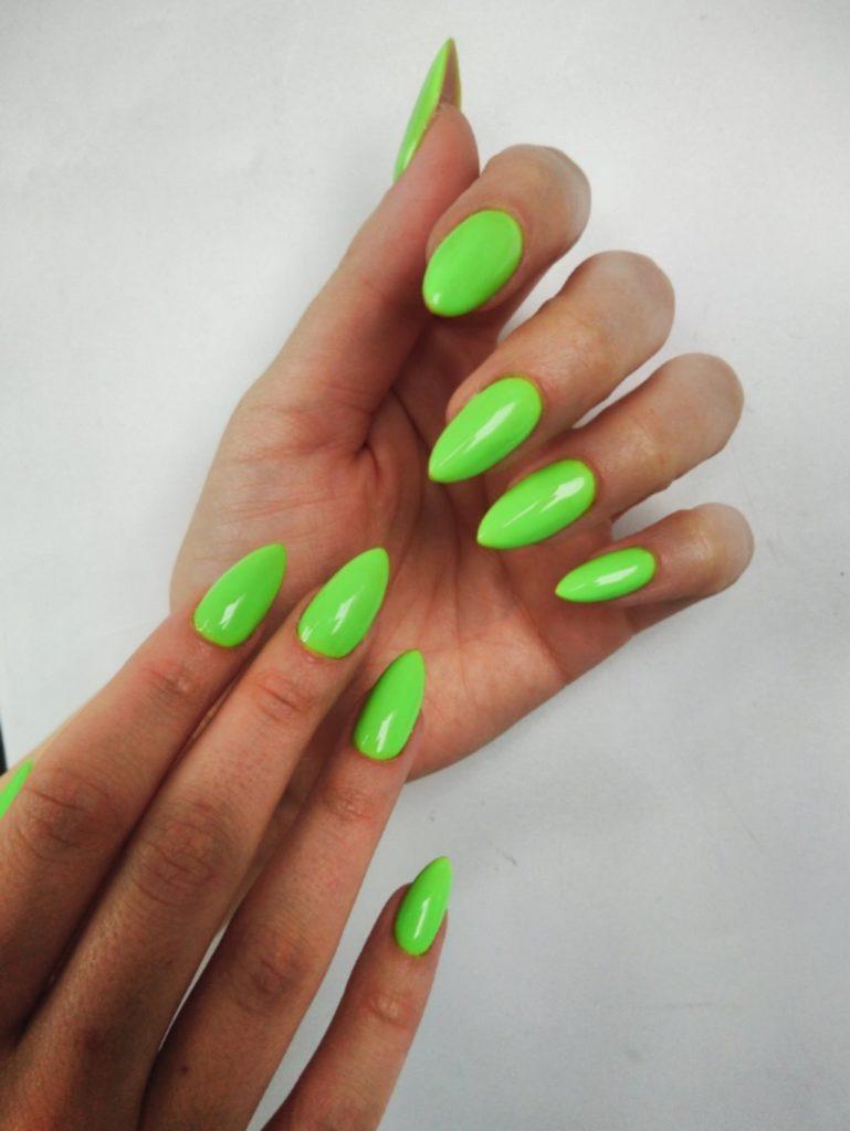 Зеленый маникюр. Маникюр салатовый на нарощенных ногтях
