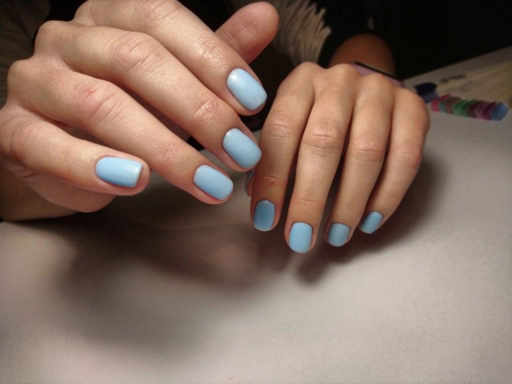 Тенденция 2020 нежный голубой маникюр будет актуальным на ваших ручках весной, летом и зимой Фото2