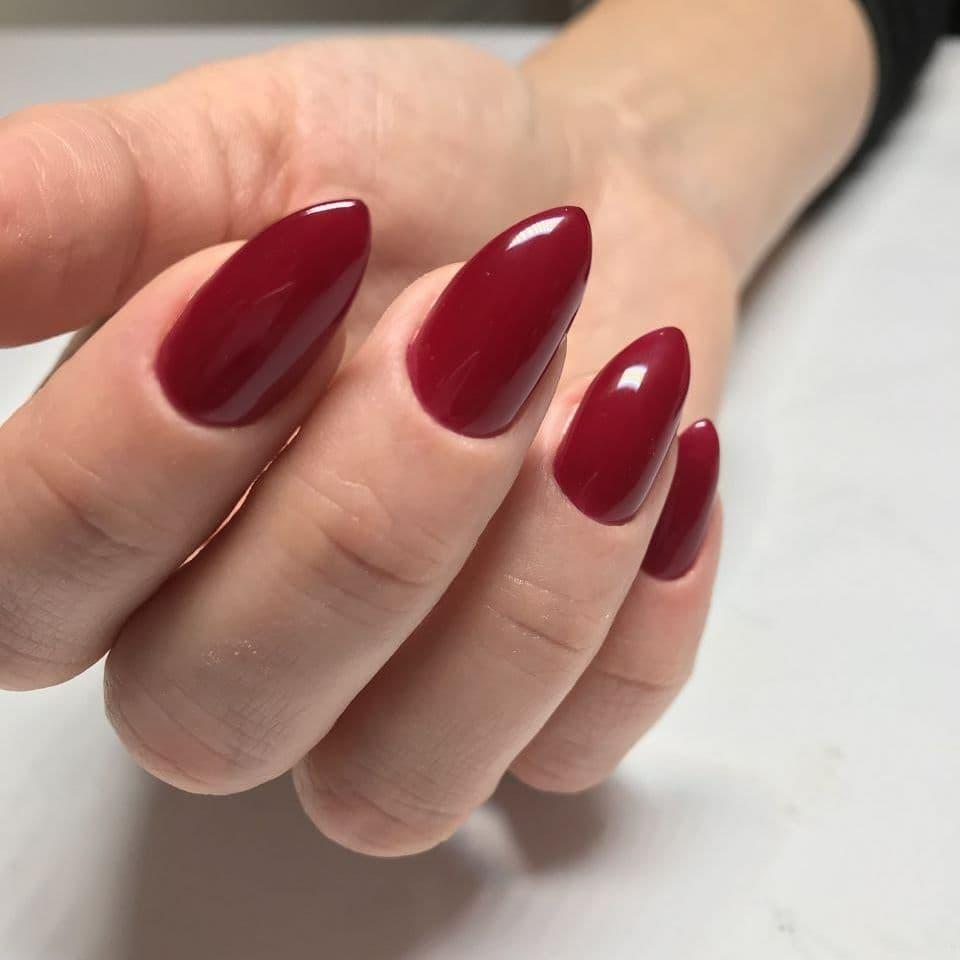 маникюр темно красного цвета